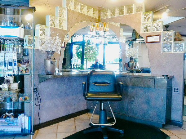 The best hair stylist salon stations for rent in Irvine, CA